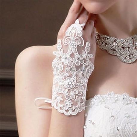bc8a0aaf6b Elegáns Ivory White Fingerless rövid csipke strasszos esküvői kesztyű