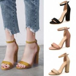 1pár női magassarkú utcai szandál cipő