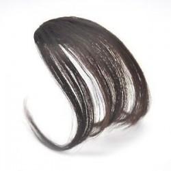 Sötétbarna. Új vékony légáramlatok Az emberi hajhosszabbítások a Fringe elülső frizuráján találhatóak