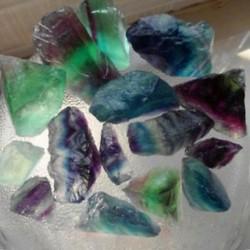 Természetes fluorit kvarc kristálykövek Durva polírozott kavicsminta 1db