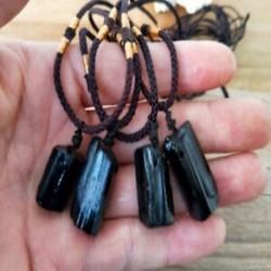 * 1 Természetes fekete turmalin Retro nyers drágakő medál Crystal kézzel szőtt Jet Stone
