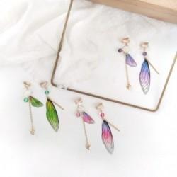 Mesebeli pillangószárnyak aszimmetrikus fokozatos füldugók álomszerű kis friss, édes aranyos lány fülbevaló